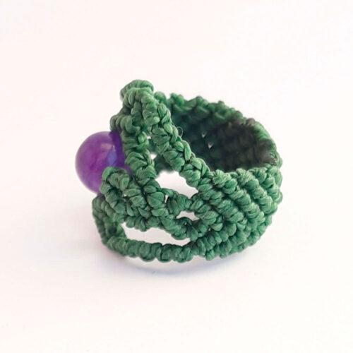 Anillo macramé bola amatista verde