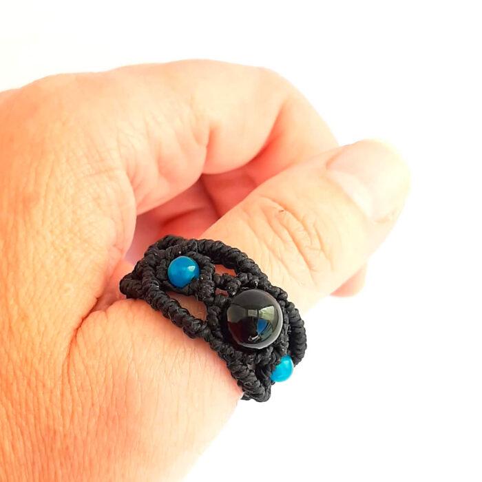 Anillo macramé bola obsidiana negro azul