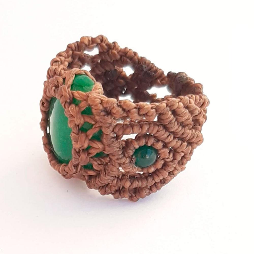 Anillo de macramé marrón piedra verde