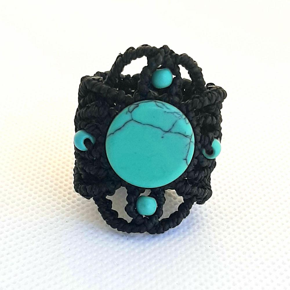 Anillo de macramé negro con turquenita azul