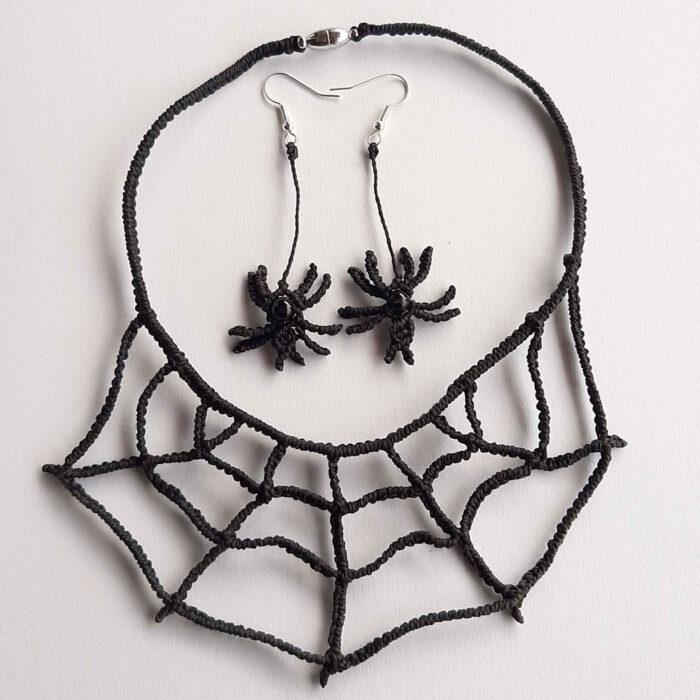 conjunto de macramé formado por gargantilla telaraña y pendientes de araña