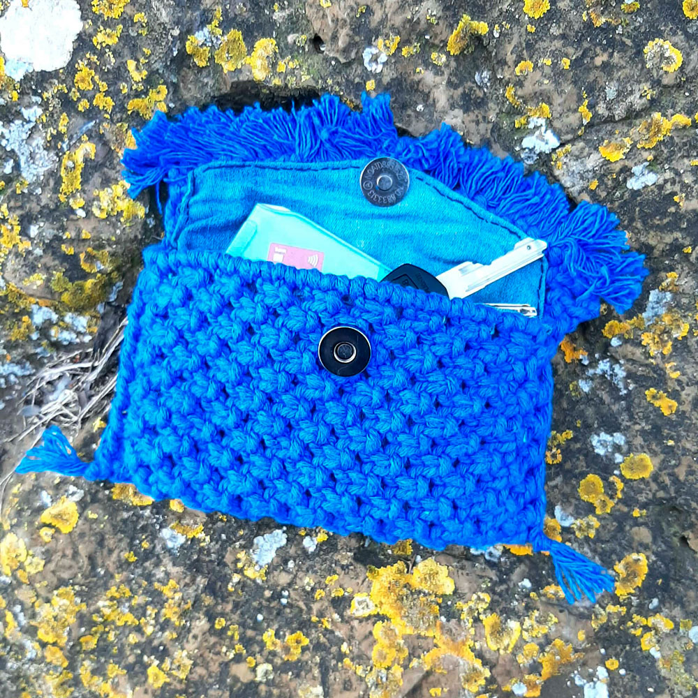 Monedero de macramé de color azul