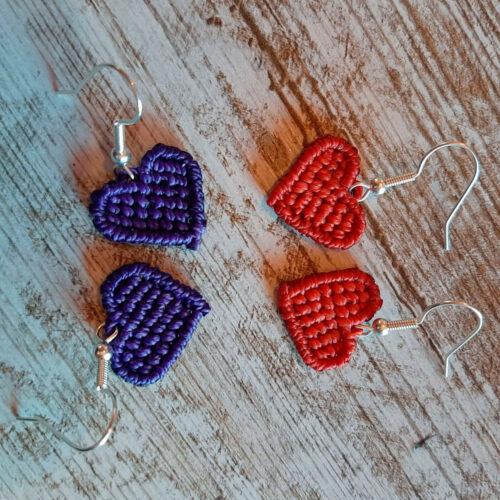 Pendientes de macramé colección Love corazón rojo y morado