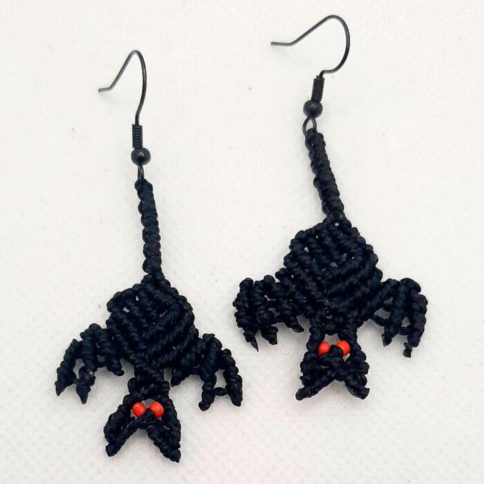 Pendientes de macramé en forma de murciélagos de la colección Halloween