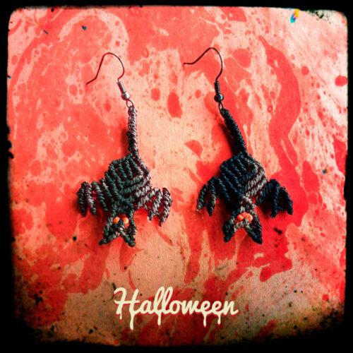 PPendientes de macramé en forma de murciélagos de la colección Halloween
