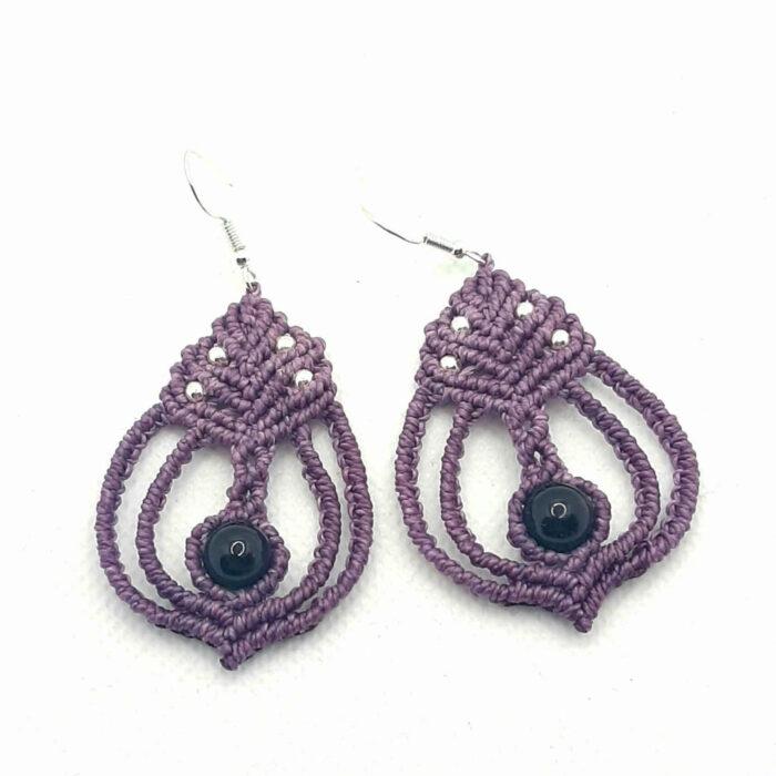 Pendientes de macramé estilo boho color lila