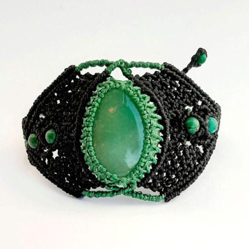 Pulsera de macramé negra con cuarzo verde