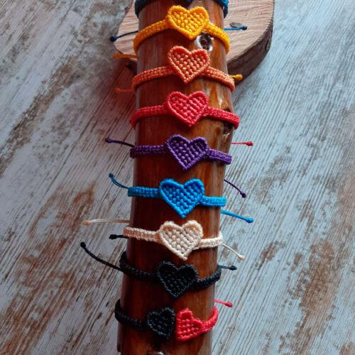 Pulsera de macramé de la colección Love corazón de colores