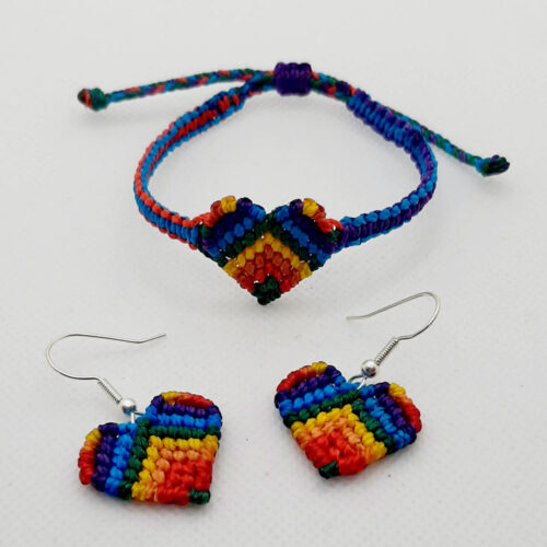 Pulsera y pendientes de macramé de color arcoiris de la colección Love en forma de corazón